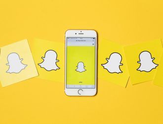 Why have 700,000 people signed a petition against the new Snapchat update?