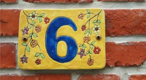 The number 6 on a wall for the number of data scientist tips