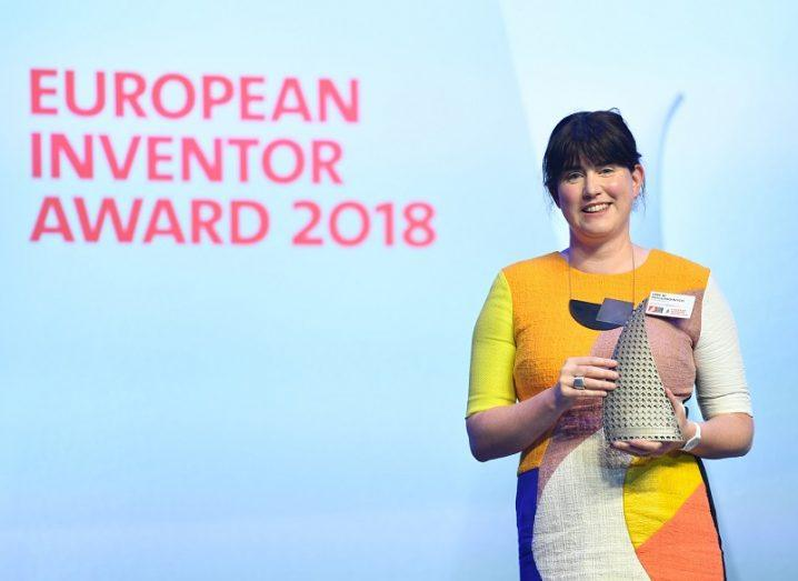 Jane Ní Dhulchaointigh holding her award