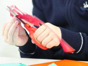 Person using a left-handed scissors