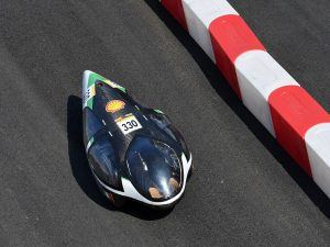 The Geec vehicle travelling around the Shell Eco-marathon track