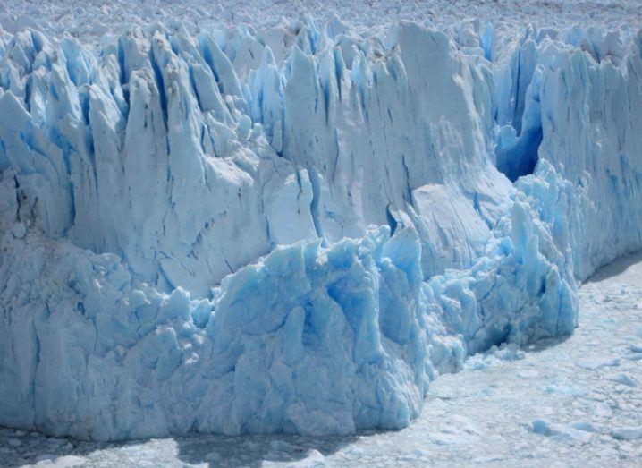 Fracturing glacier