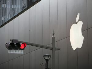 Red traffic light at Apple building, Japan. Image: Zomby/Shutterstock