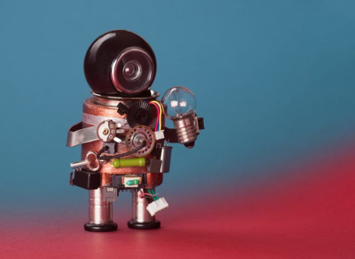 Concept robot holding a light bulb. Image: