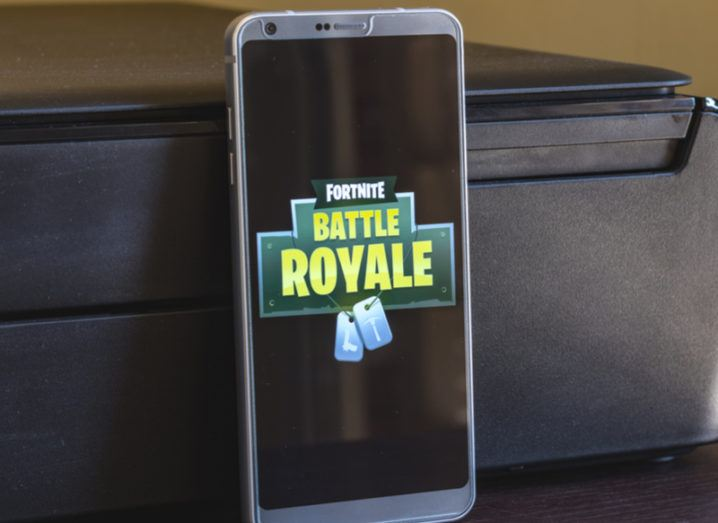 Fortnite loading screen on an Android phone.
