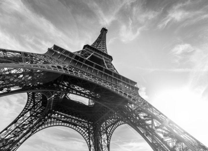 Black and white picture of the Eiffel Tower.