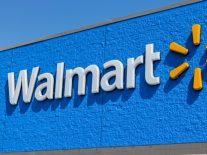 Walmart is training its staff using the power of VR headsets