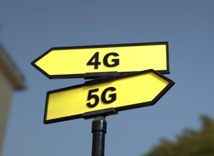 Picture of two signs with 4G pointed left and 5G pointed right to signal the future of mobile.