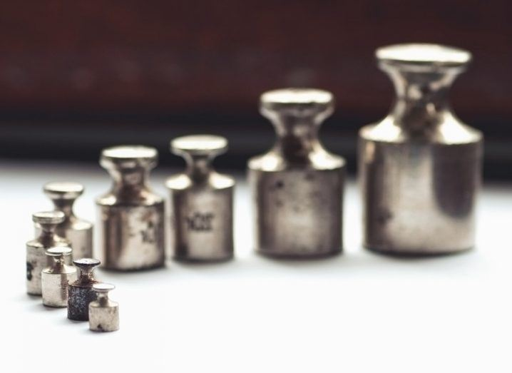 line-up of metal weights scaled up to 1 kilogram.