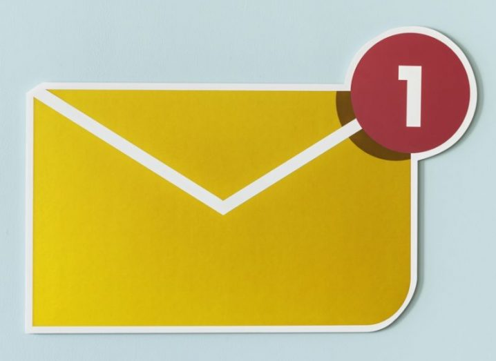 A yellow paper envelope with a red email message counter in the top right corner, resting on a blue background.