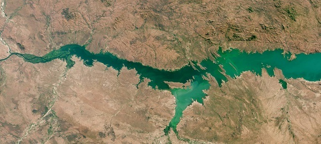 Satellite image of algal boom in Mozambique lake.