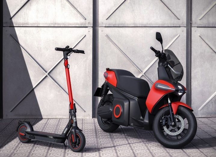 SEAT e-Scooter and e-Kickscooter against a steel background.