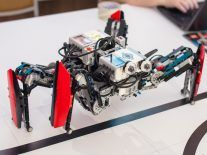 Large spider robot with special suckers can climb walls with ease