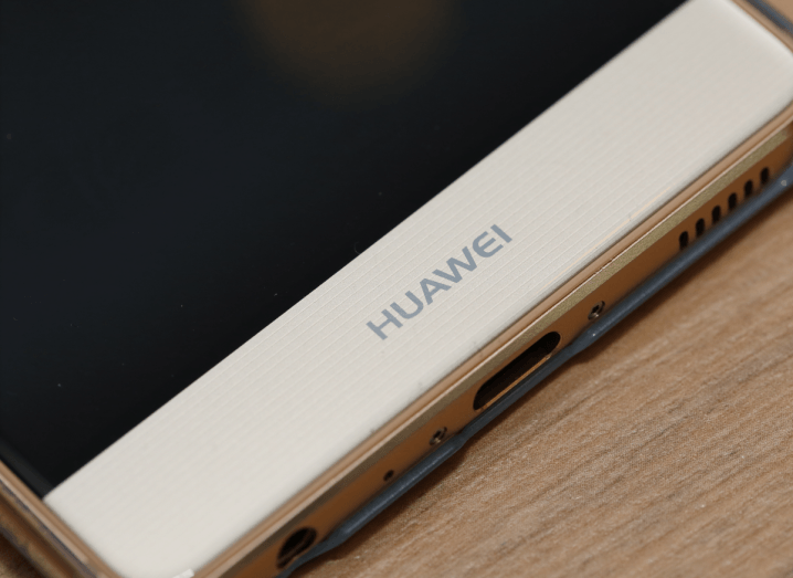 The lower bezel of a Huawei P9 smartphone.