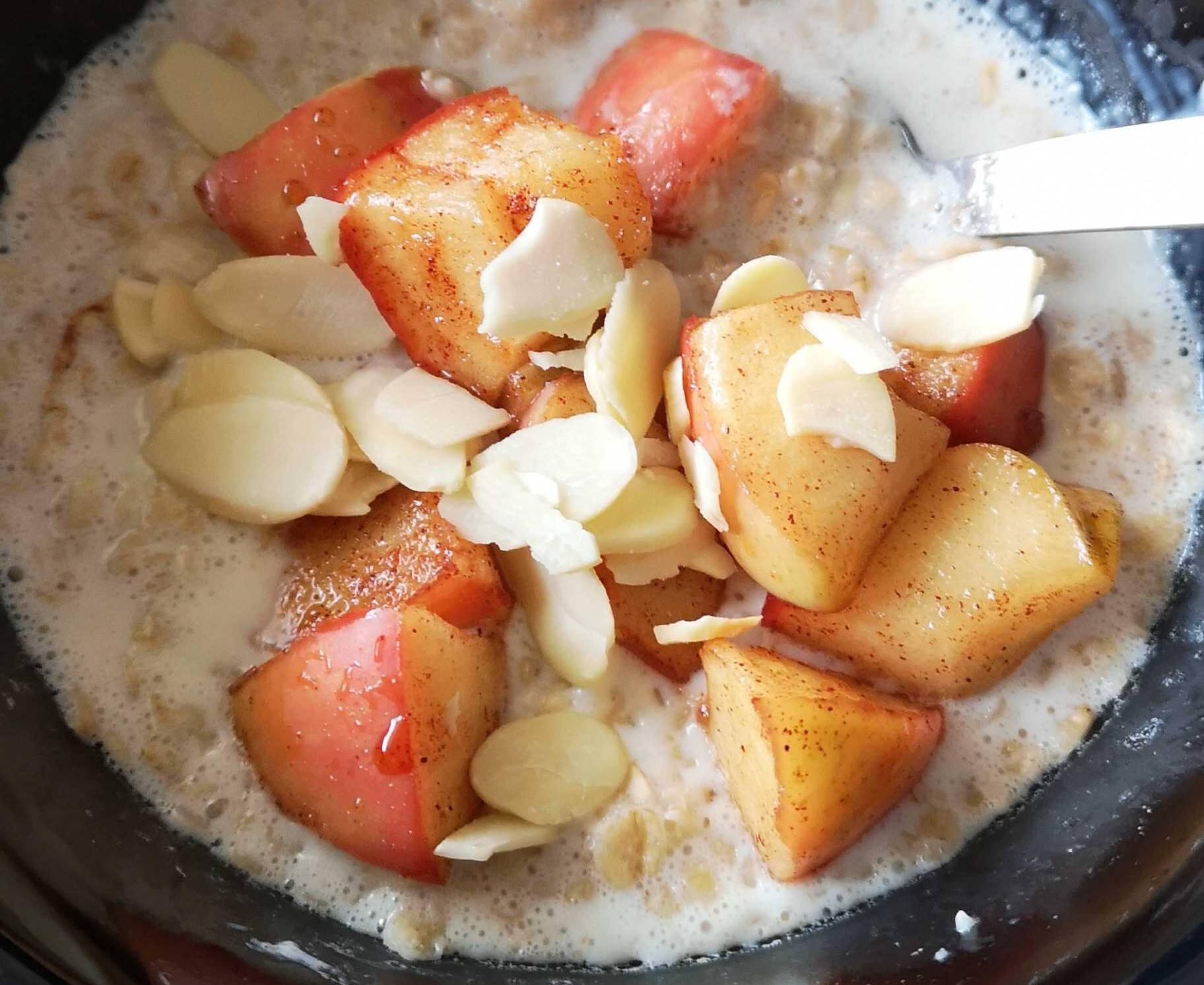 Porridge with apple, honey and almonds.