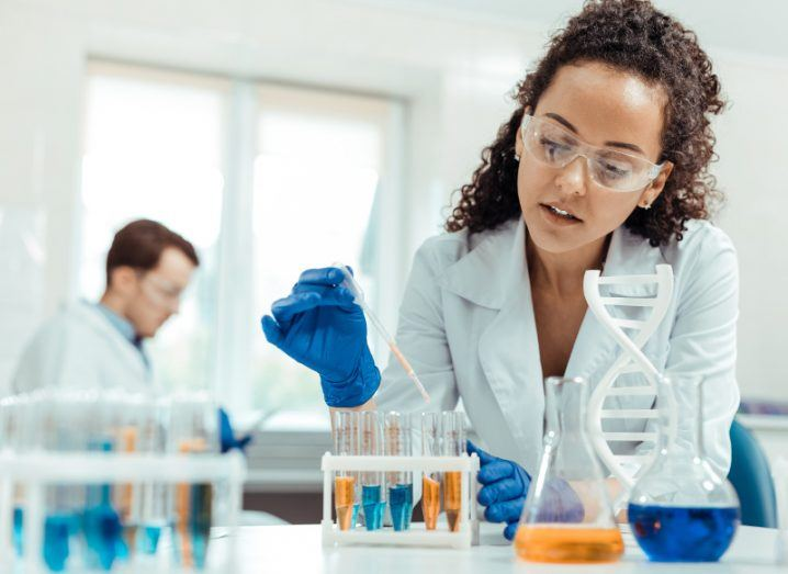 A woman is working on DNA samples in a lab.