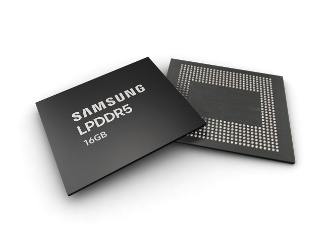 The front and back of the new Samsung DRAM chip against a white background.