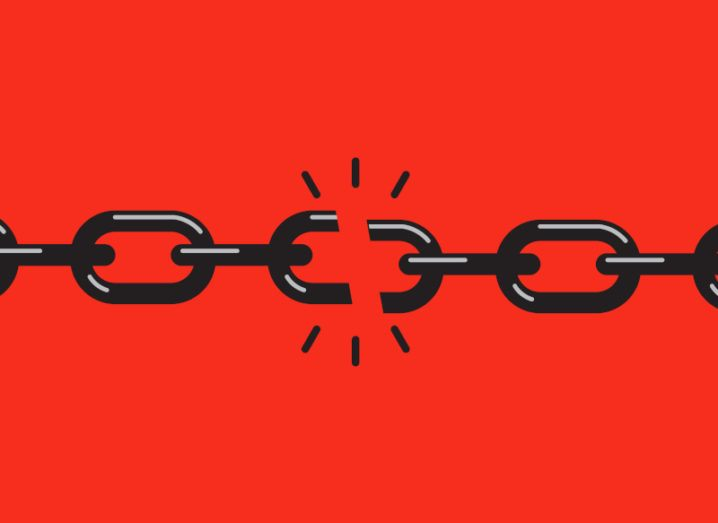 Illustration of links on a chain with a broken link in the centre.