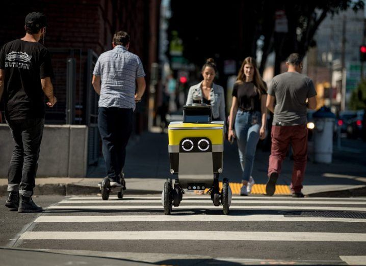 Serve's delivery robot crossing the street.