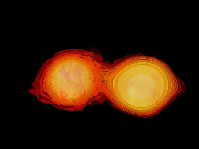Une image de deux étoiles à neutrons entrant en collision.  Ils ressemblent à des sphères orange, avec leurs bords flous au milieu lorsqu'ils entrent en collision.
