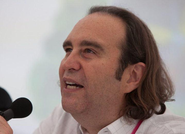 Iliad founder Xavier Niel speaks into a microphone.