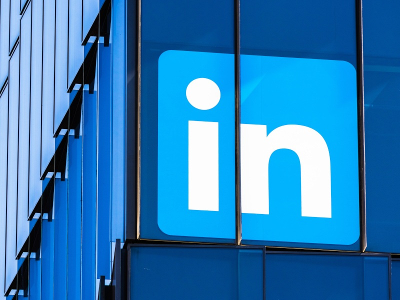 LinkedIn pulls out of China, launches new job application service